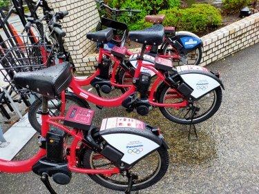 今回の主役は「アジア戦略のセミナーか、」それとも雨中のバイクシェアー自転車か?!